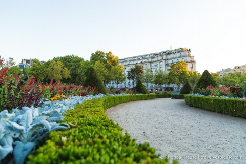 travelyesplease.com | Romantic Paris- Six Romantic Things to do in Paris