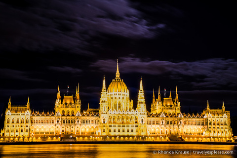 travelyesplease.com | Europe at Night: A Photo Series | Budapest, Hungary