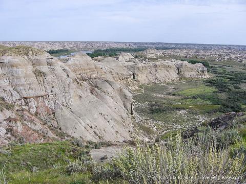 travelyesplease.com | Dinosaur Provincial Park, Alberta