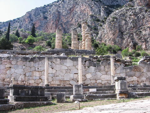 travelyesplease.com | Tour of Ancient Delphi- The Navel of the World