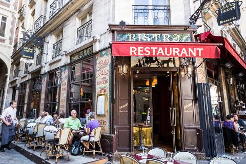 travelyesplease.com | Romantic Paris: Six Romantic Things to Do in Paris