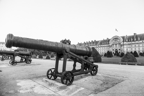 travelyesplease.com | Paris in Black & White- Photo Series | Les Invalides