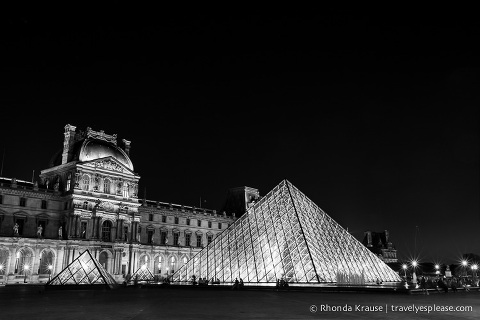 travelyesplease.com | Paris in Black & White- Photo Series | The Louvre