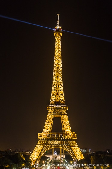 travelyesplease.com | Europe at Night: A Photo Series | Paris, France
