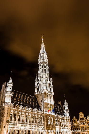 travelyesplease.com | Europe at Night: A Photo Series | Brussels, Belgium