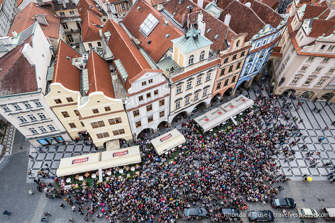 travelyesplease.com   Pleasant Surprises in Prague   Crowds gather to watch the astronomical clock