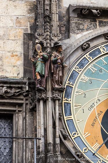travelyesplease.com   Prague's Famous Astronomical Clock