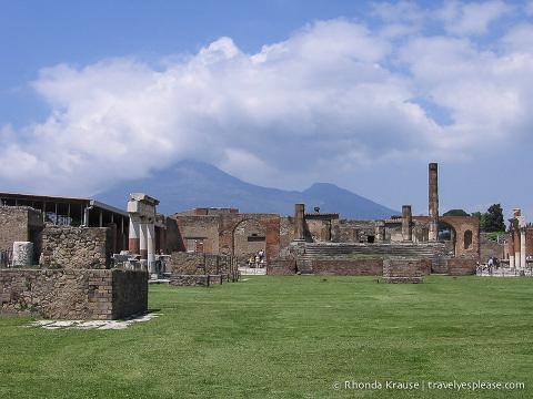 travelyesplease.com | Photo of the Week: Pompeii and Mt. Vesuvius