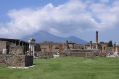 travelyesplease.com | Photo of the Week: Pompeii and Mt. Vesuvius