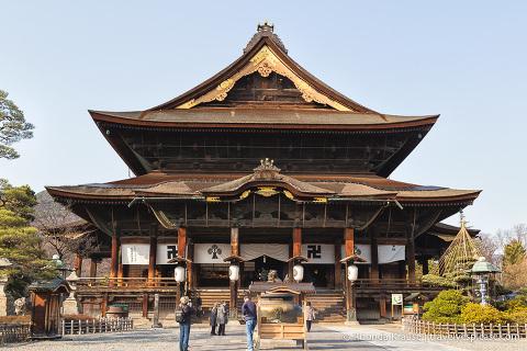 travelyesplease.com | Tour of Zenko-ji Temple- Nagano, Japan