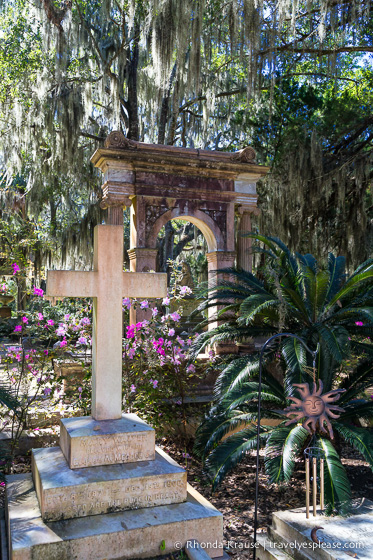 travelyesplease.com | Best Photo Spots in Savannah- 5 Scenic Locations for Photography