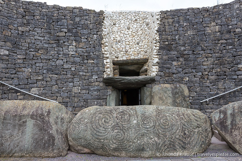 travelyesplease.com | Visiting Brú na Bóinne- Newgrange and Knowth Passage Tombs