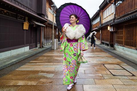 Walking around Kanazawa in a rented kimono