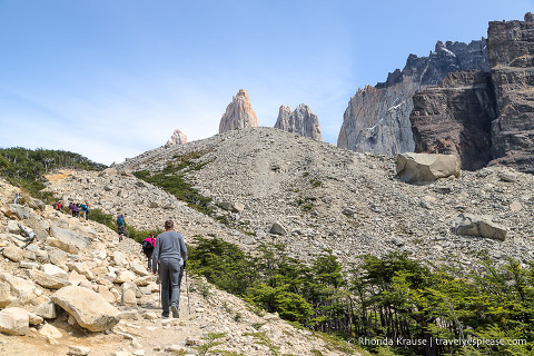 Hiking up the rock pile to Mirador las Torres.