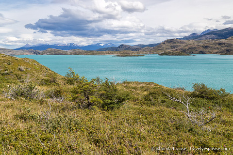 Turquoise coloured Lago Pehoe.
