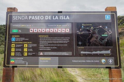 Senda Paseo de la Isla trailhead sign.