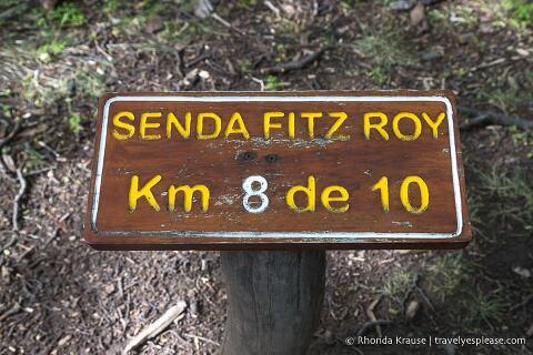 Distance marker on Senda Fitz Roy.